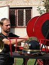 Sbor dobrovolných hasičů z Rohatce s historickou ruční stříkačkou.