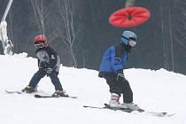 V pátek se na sjezdovce v Hodoníně u Kunštátu poprvé v letošní sezoně lyžovalo.