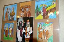 Žáci ze základní školy v Mikulčicích mají na výstavě v Senátu i svá díla.