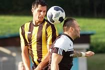 Zkušený útočník Pavel Vrána (vlevo) neskóroval ve středu v Pelhřimově ani v neděli dopoledne ve Velkém Meziříčí. Hráči RSM oba těžké zápasy prohráli.