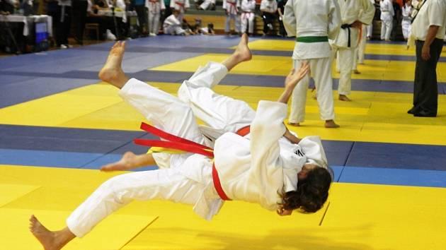 Vítězný moment veselské judistky Daniely Skalkové na mistrovství České republiky. Šikovná závodnice triumfovala na šampionátu v kategorii starších žákyň.