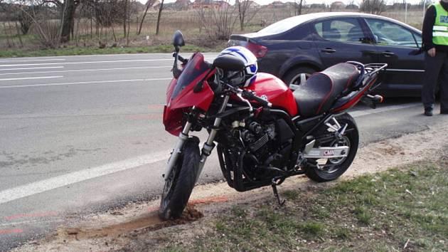 Tragická nehoda u Lužic, při které zemřel mladý motorkář.
