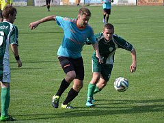 Fotbalisté Strážnice (v modrých dresech) v nedělním přípravném zápase podlehli Dubňanům 1:4.