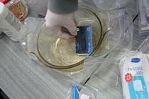 Důkazní materiál z pervitinové varny v hodonínských kasárnách.