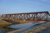Město Veselí nad Moravou opraví most přes Moravu v Zarazicích. Jeho stav se značně zhoršil. Plánovaná oprava má stát sedm milionů korun a mohla by začít v druhé polovině roku.