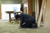K dokončení rekonstrukce hlavního sálu veselského kulturáku chybí už jen dodělávky.