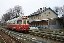 Vlak na trati Zaječí - Hodonín jezdí už přes 120 let. Z Čejče do Hodonína měly nahradit lokálku autobusy. Plánované zrušení se nakonec nekoná.