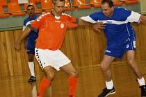 V hodonínské sportovní hale TEZA se v sobotu už podeváté uskutečnil turnaj veteránů nad padesát let. Ve finále se utkal Kyjov se Senicí.