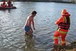 Odvážlivci si zaplavali ve čtyřstupňové Moravě.