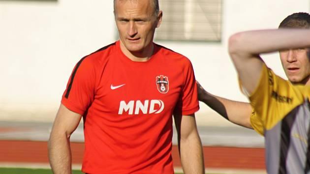 Fotbalisté Hodonína zvítězili ve Velké Bíteši jasně 5:0.  Útočník Pavol Masaryk (na snímku) se však zranil a ve 38. minutě střídal.