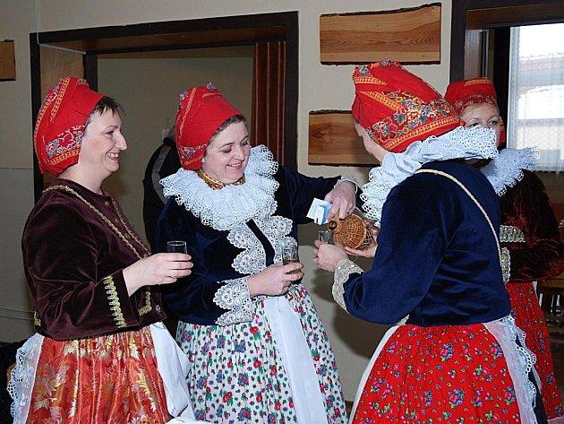 Jak se dělá folklor na Ostrožsku poznali o víkendu Horňáci. Zástupci sousedního regionu se prezentovali se svým pořad v Louce. Vystoupil ale také domácí sbor.