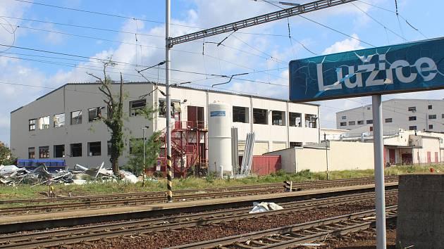 Železniční stanice Lužice a její okolí ráno po tornádu.