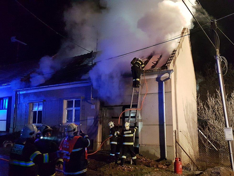 Požár rodinného domu v Sobůlkách na Kyjovsku.