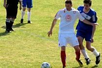 Fotbalisté Kyjova (v modrém) vyhráli v posledním přípravném zápase s domácím Lanžhotem 3:0.