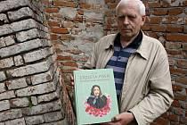 Strážnický historik Jiří Pajer vydává knihu o zpěvačce Marii Procházkové.