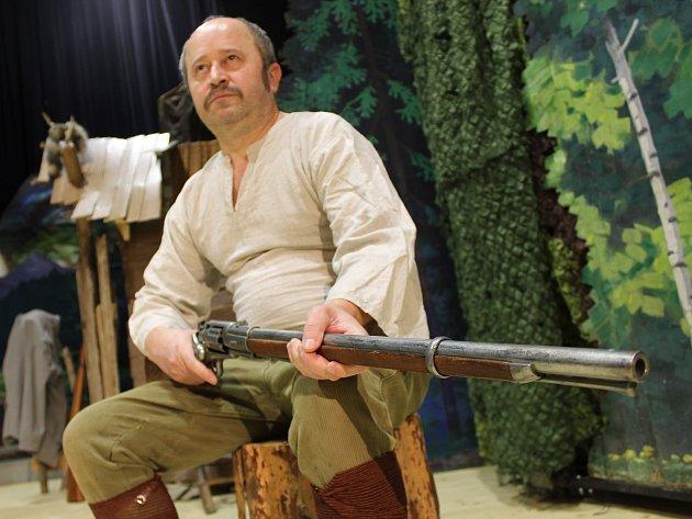 Premiéra Balady pro banditu v podání Divadelního kroužku Louka.