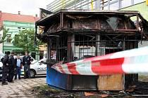 Stánek s rychlým občerstvením u hodonínské knihovny je zničený.
