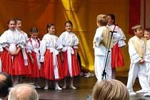 Děti ze souboru Štěpnička z Veselí nad Moravou.