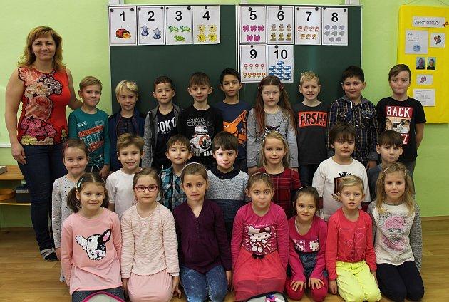 Žáci I.B zMasarykovy základní školy ve Vracově střídní učitelkou Vladimírou Šebelovou.