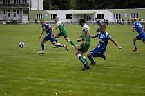 Fotbalistům Bzence (na snímku v zelených dresech) se dařilo už v přípravě. Formu potvrdili v prvním divizním kole.