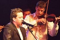 Rocker Petr Bende se představil v doprovodu cimbálové muziky z Dolních Bojanovic