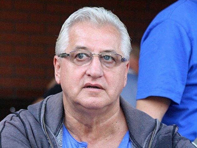 Legendární kanonýr Vincent Lukáč o víkendu zavítal do Hodonína, kde se jako host zúčastnil patnáctého ročníku amatérského turnaje v ledním hokeji.
