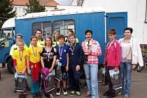 Letošní regionální finále dopravní soutěže mladých cyklistů základních škol okresu Hodonín zná své vítěze. V mladší kategorii vyhráli žáci ze Šardic. V kategorii starších žáků pak zvítězilo družstvo z Moravského Písku. Na snímku družstvo ze Šardic.