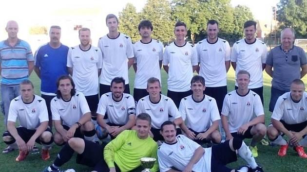Pohárový turnaj mužů v Dolních Bojanovicích vyhrál domácí tým, který ve finále porazil Starý Poddvorov 3:2 na penalty.