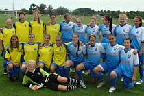Ženy Vlkoše (modré dresy) skončily na domácím turnaji třetí, juniorky nenašly přemožitele a radovaly se z prvenství.