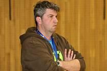 Bez trenéra Reného Gärtnera (na snímku) se musely o víkendu obejít hodonínské házenkářky, které jasně zvítězily ve Velkém Meziříčí.