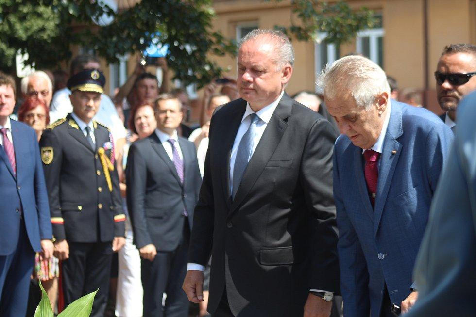 Mezistátní prezidentská návštěva Miloše Zemana a Anreje Kisky v Hodoníně a jejich odjezd historickým vlakem na zámek v Topoľčiankách, který byl letním sídlem československých prezidentů.
