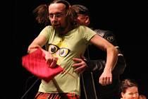 Poslední představení divadelní přehlídky Hobblík Ve škole je bomba od jedovnického Vlastimila.