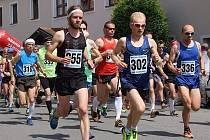 Filipovským údolím nejrychleji proběhl Dušan Tomčal (na snímku číslo 302). Zkušený lipovský vytrvalec zvládl náročnou desetikilometrovou trať za 36:37 minuty.