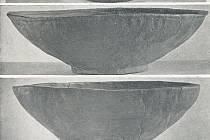 Keramické nádoby kultury zvoncovitých pohárů od těšického fotbalového hřiště.