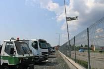 K nehodě došlo u areálu Autobazaru Martinek v Petrově.