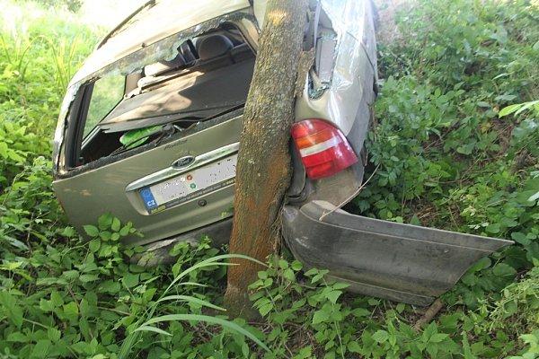 Dvacetiletá žena ve fordu se vnoci na neděli vybourala na silnici mezi Moravským Pískem a Veselí nad Moravou. Při vyšetřování události navíc vyšlo najevo, že jela pod vlivem alkoholu.