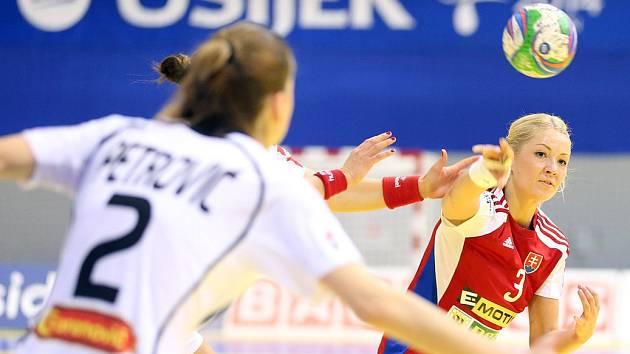 Dres Slovenska na letošním mistrovství Evropy obléká i bývalá házenkářka Veselí nad Moravou Monika Rajnohová (v červeném).