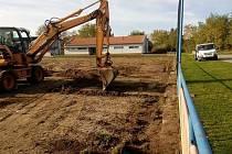 Fotbalisté Dolních Bojanovic odehrají jarní část sezony na zadním tréninkovém hřišti. Důvodem je rozsáhlá rekonstrukce hrací plochy, která odstartovala po skončení podzimu.