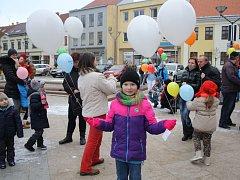 Patnáct set balonků vyslaly děti se svými přáními Ježíškovi v Hodoníně.