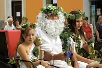Při Svátku vína zase nebude chybět Bakchus s nymfami.