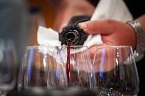 Do sklepů lákají v sobotu vinaři ze Bzence.