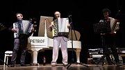 Koncert k sedmdesátiletým narozeninám muzikanta, harmonikáře, profesora gymnázia a vyhlášeného odborníka na pěstování paprik Jana Meisla.