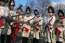 I 1. granátnický moravský pluk vyzbrojený křesadlovými předovkami z roku 1798 se prošel v sobotu 14. listopadu Bzencem