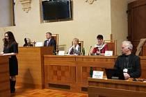 Veřejné projednávání petice Ne ohrožení pitné vody pro 140 tisíc lidí v Senátu za účasti více než čtyřiceti starostů z Hodonínska.