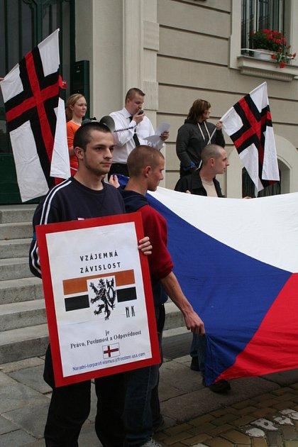 Před hodonínskou radnicí se neofašisté sešli naposled v květnu 2006.