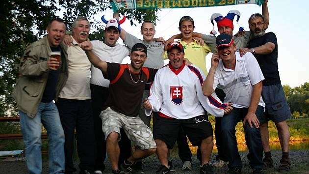 Hokejbalový tým Sudoměřic sledoval zápas Česko - Slovensko.