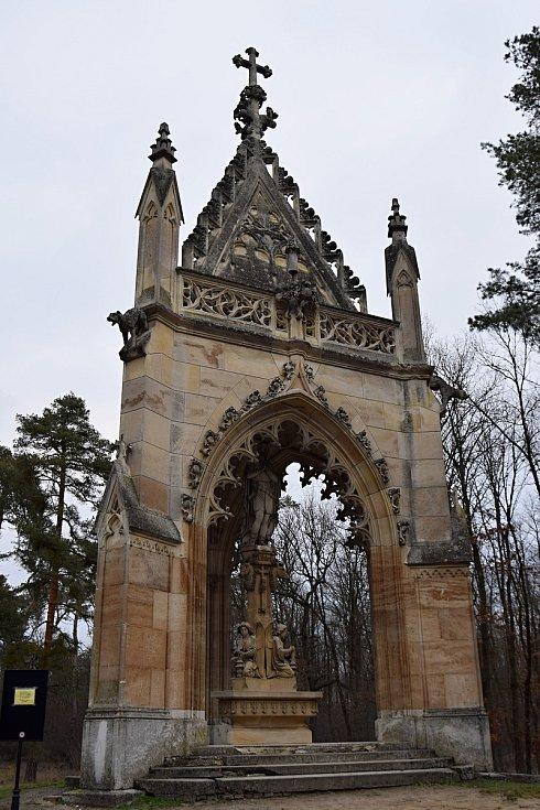 Kaple svatého Huberta je nejmladší z drobných staveb v Lednicko-valtickém areálu, nachází se v Bořím lese mezi Valticemi a Břeclaví.