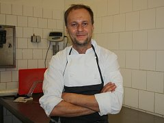 V úterý vařil pro Hodonínsko Marcel Ihnačák. Profesionální kuchař ověnčený dvěma michelinskými hvězdami.
