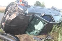 Alkohol v krvi, příliš rychlá jízda, smyk a náraz do stromu. To vše předcházelo havárii mladíka, který v opilosti nezvládl nedělní časně ranní jízdu na silnici mezi obcemi Svatobořice-Mistřín a Dubňany.
