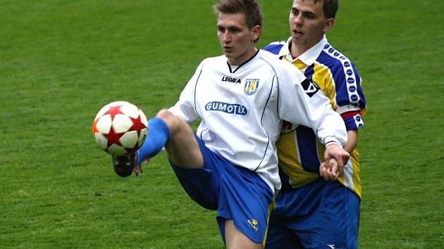 Břeclavská rezerva (v bílém) se v domácím prostředí proti Ratíškovicím střelecky neprosadila. Hostům stačil ke třem bodům jediný gól.